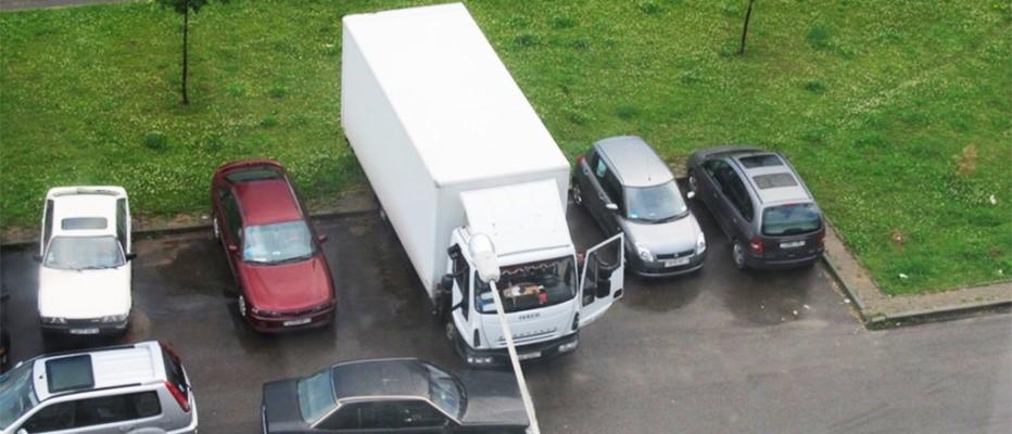 Стоянка грузового транспорта во дворе жилого дома запрещена